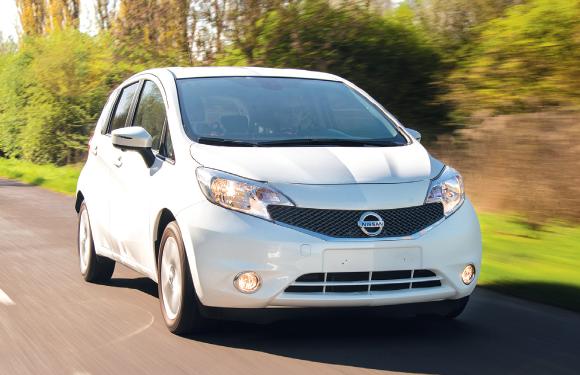 En version Business, la Nissan Note affiche d'excellents résultats, soit 93 g à partir de 15 508 euros en dCi 90 (kit en supplément). En sacrifiant un peu d'équipement, c'est le tarif qui devient attractif, à 13 500 euros.