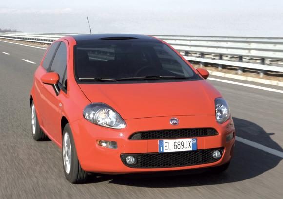 """La Punto VPC (VS) de """"Fiat"""" possède en diesel deux versions du 1.3 MultiJet : 75 et 85 ch (respectivement à partir de 13 573 et 15 093 euros). Avec 112 g pour le premier et 90 g pour le second grâce au Stop & Start."""