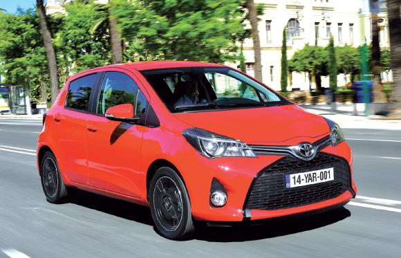 """Alors que la """"Toyota"""" Yaris se vend surtout en déclinaison hybride essence, sa version Affaires (VS) s'abreuve de gazole par l'intermédiaire d'un 1.4 D-4D de 90 ch (99 g, à partir de 14 090 euros)."""