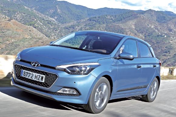 """Renouvelée cette année, l'i20 de """"Hyundai"""" aligne l'équipement et les prestations d'une berline compacte. Le 1.1 CRDI de 75 ch affiche 99 g (à partir de 12 375 euros, kit en supplément). Le 1.4 CRDI de 90 ch pointe à 102 g."""