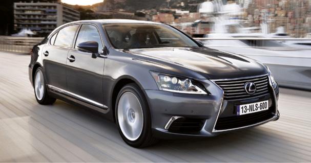 Pionnière de l'hybridation, la Lexus LS 600h affiche… 199 g. En revanche, son caractère statutaire et son degré de confort impressionnent toujours. Comptez à partir de 123 500 euros et 150 500 euros en Limousine de 5,21 m.
