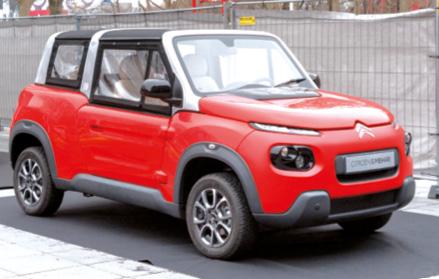 Dotée d'une motorisation électrique de 68 ch alimentée par une batterie lithium-métal-polymère, l'E-Mehari de Citroën sera vendue 18 700 euros bonus écologique déduit. À quoi s'ajoutent 79 euros par mois pour louer la batterie.