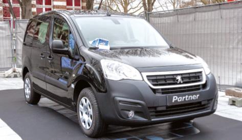 Entièrement fabriqué par PSA, le Partner Full Electric de Peugeot est vendu avec sa batterie de marque Zebra, pour parcourir jusqu'à 170 km (NEDC). Son prix débute à 18 800 euros (bonus écologique déduit).