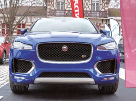 Le F-Pace de Jaguar se dote d'un V6 diesel de 300 ch et de 4 roues motrices. Ce qui ne l'empêche pas de rester relativement sobre : 6 l/100 km et 159 g.