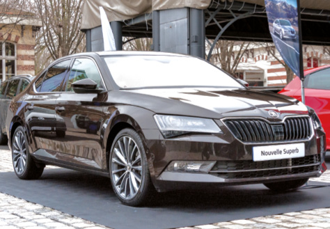 Présentée en version huppée avec sa griffe Laurin & Klement, la Skoda Superb est apparue comme une vraie limousine de luxe. Le bloc 2.0 TDI 190 ch loge sous le capot, avec une transmission DSG à 6 rapports.