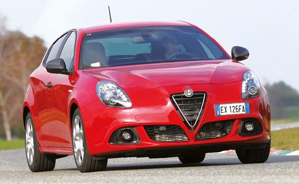 Chez Alfa Romeo, la Giulietta a retrouvé du souffle en entrée de gamme avec le 1.6 JTDm 120 ch à 99 g (à partir de 26 600 euros). Une déclinaison qui complète le 2.0 JTDm en 150 et 175 ch, à 110 et 113 g (à partir de 28 600 euros).