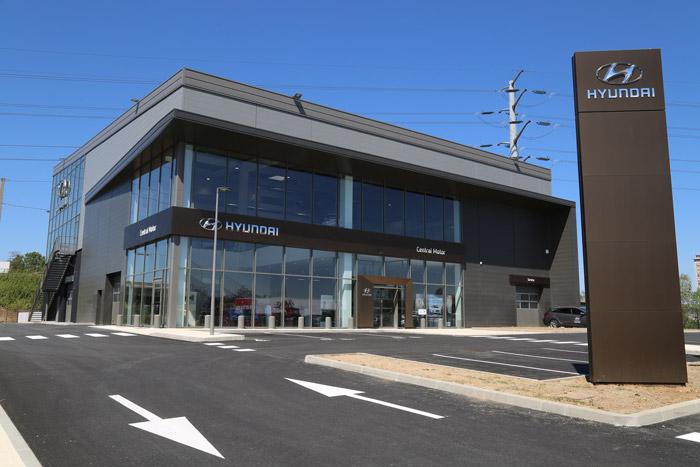 Hyundai inaugure sa plus grande concession de france lyon for Garage hyundai saint fons