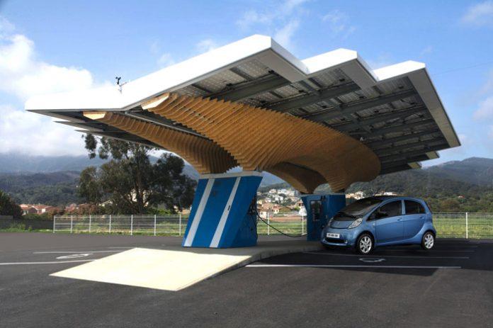 Parasol : la station-service électrique selon Drive Eco et Peugeot