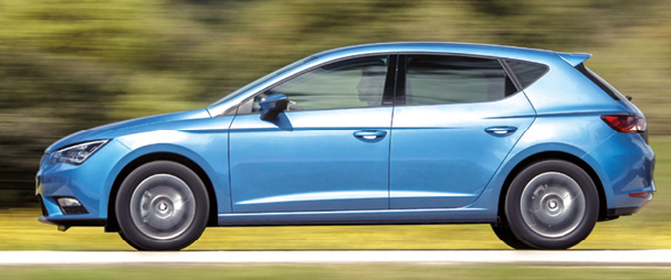 La Seat Leon, en diesel et 5 portes, se positionne à 22 485 euros, avec le 1.6 TDI 110 ch de 106 g (109 g et 23 635 euros pour le break ST). Pour atteindre 94 g, avec l'écolabel maison, il faut recourir à la dotation à 25 120 euros.