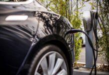 Tesla complète son réseau de bornes