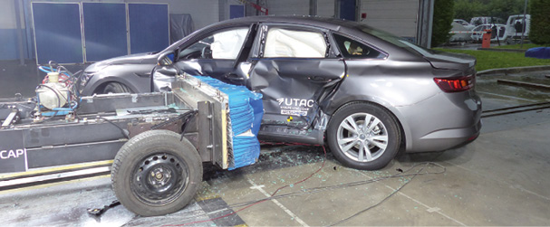 Renault Talisman 2015 après un choc latéral