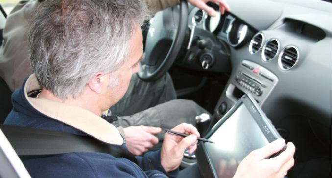 Dans nombre d'entreprises, la formation à la prévention routière et à l'éco-conduite passe avant tout par des tests sur des circuits. C'est le cas de Sanofi Aventis pour les 1 650 conducteurs du groupe (voir le témoignage).