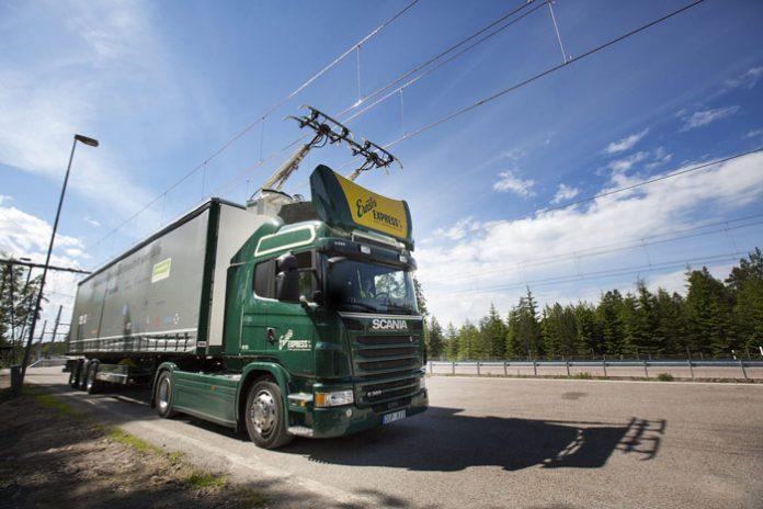 Des camions électriques à pantographes