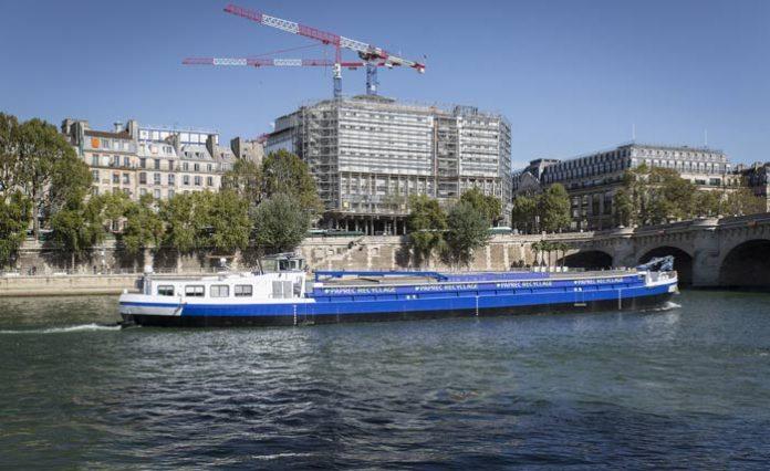 Le transport fluvial pour évacuer le chantier de La Samaritaine