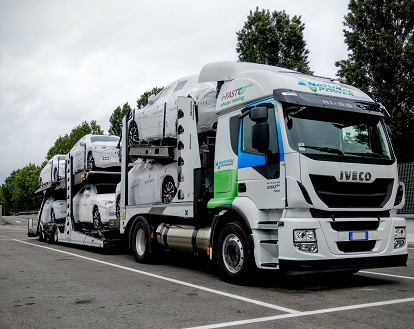 Dix Stralis GNL pour i-Fast Automotive Logistics