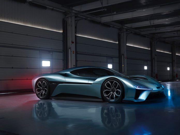 NextEV devient Nio et présente une supercar électrique