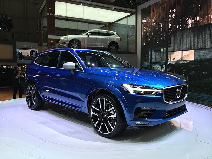 Le dernier XC60 de Volvo s'offrira entre autres une version hybride essence rechargeable T8 de 407 ch, affichant 2,1 l/100 km et 49 g (cycle mixte NEDC). Le tout pour une autonomie de 45 km en 100 % électrique.