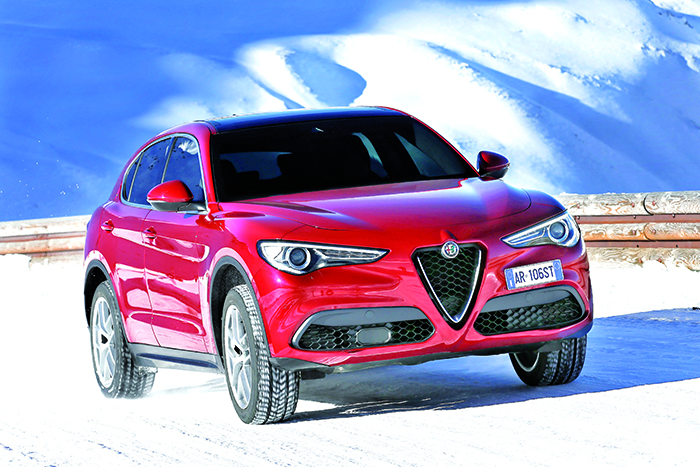 Malgré ses 4,69 m, le Stelvio d'Alfa Romeo se veut aussi agile que performant. En diesel, c'est le 2.2 Turbo ou rien. Ce qui, pour le moment, se concrétise par 180 ch en 4x2 ou 210 ch en 4x4 (124 et 127 g, à partir de 41 300 et 49 200 euros).