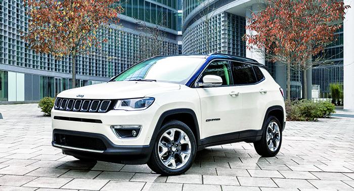 Chez Jeep, le Compass va ouvrir les commandes avec une Opening Edition livrable cet automne (à partir de 39 700 euros en 2.0 MultiJet 140 ch). Ce SUV évoque le Cherokee dans un encombrement plus limité (4,39 m).