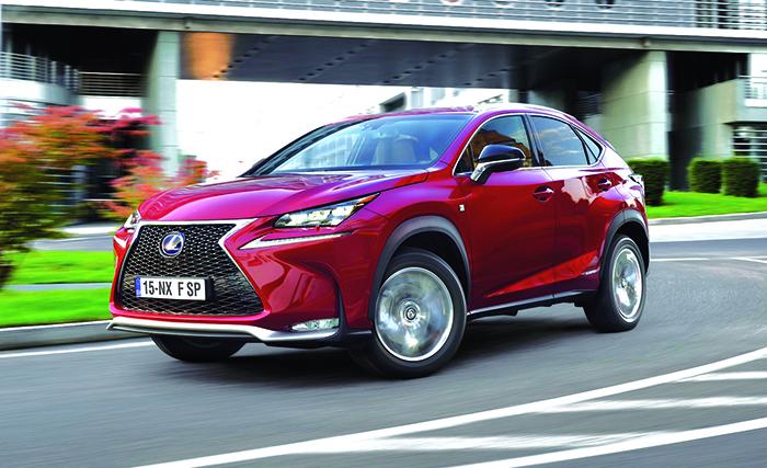 Pour le NX de Lexus, l'hybride essence se veut le mieux adapté à la vie en société. Le 300h dispose ainsi d'une puissance cumulée de 197 ch contre 116 g en 2WD (à partir de 40 590 euros) et 121 g en 4WD (à partir de 44 390 euros).