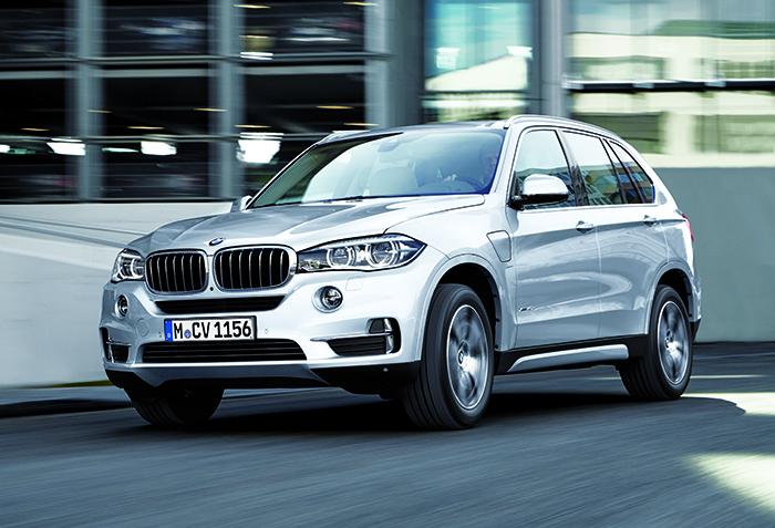 Le BMW X5 a fait appel au 4-cylindres et aux 2 roues motrices pour minorer ses émissions, soit 139 g en sDrive25d de 231 ch (à partir de 56 650 euros). Le passage à la transmission intégrale porte le score à 146 g (à partir de 59 700 euros).