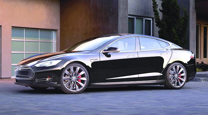 Pour la Model S de Tesla, la capacité des batteries définit le prix avec notamment, et déduction faite du bonus : 75 (320 ch) pour 70 kWh et 480 km d'autonomie (à partir de 75 700 euros) et 75D en 4 roues motrices (à partir de 81 400 euros).