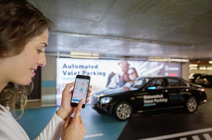 Automated Valet Parking Daimler Bosch application smartphone