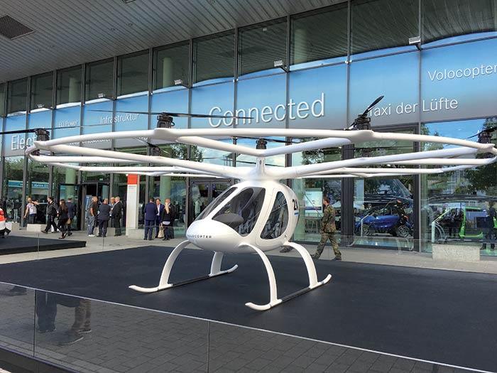 Le Volocopter est une sorte de drone géant à la carlingue d'hélicoptère et mû par des moteurs électriques.