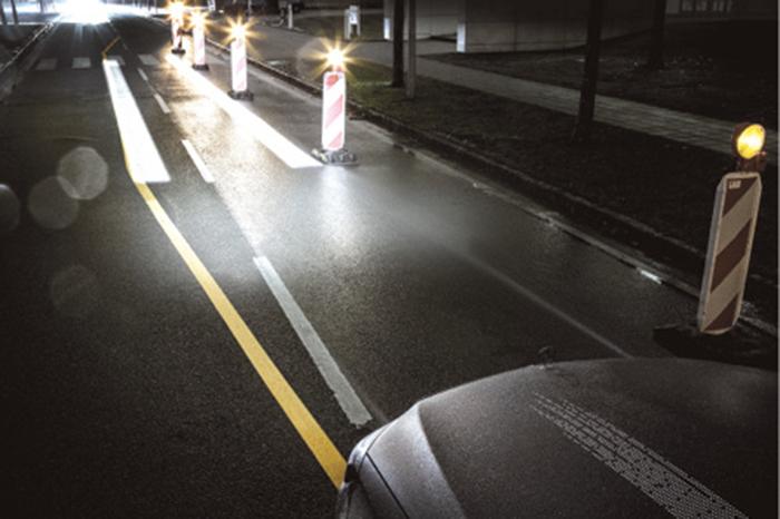 …bien un rayon lumineux pour aider le conducteur dans des situations difficiles.