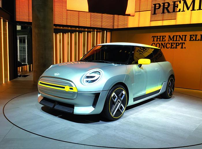 Sur le stand de Mini, la Mini Electric Concept était destinée à montrer l'apparence que pourrait avoir une Mini « verte » appelée à voir le jour à court terme. Pas de précisions sur ses caractéristiques techniques.