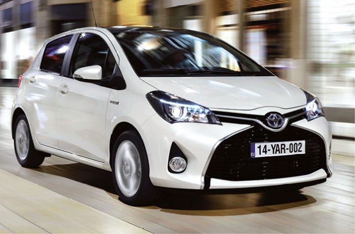 En version hybride 100h, la Toyota Yaris affiche 75 g (à partir de 19 450 euros). Mais elle se dote aussi du 3-cylindres 1.0 VVT-i de 69 ch à 99 g (à partir de 14 150 euros) et du 4-cylindres 1.5 VVT-i de 110 ch à 109 g (à partir de 16 200 euros).