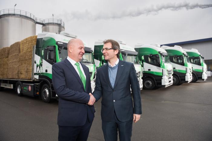 Bernd Sauter, directeur des opérations achats et logistique de Verbio et Pierre Lahutte, président de la marque Iveco.