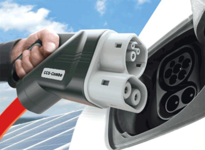 Tri-standard : l'un des standards obligatoires pour les bornes de recharge électrique est le Combo2, comme ici le Ionity CCS Combo