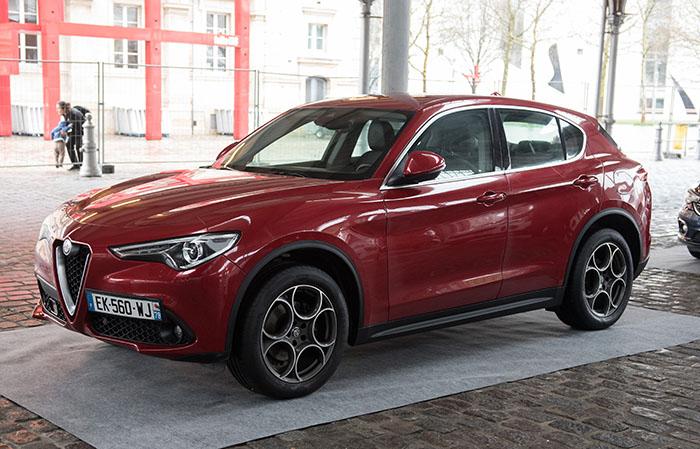 Alfa Romeo a exposé son SUV Stelvio en diesel 2.2 de 210 ch Q4 (4×4), dans une belle livrée rouge métal avec des jantes trèfles du plus bel effet.
