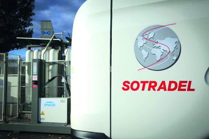 Projet Equilibre - Sodatrel s'appuie sur trois véhicules GNV. Le porteur GNV sert au transport pour un client du secteur paramédical. Un premier tracteur GNV réalise des navettes autour de Lyon et un second se déplace dans le 01 et le 69.
