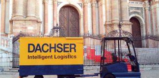À Malaga en Espagne, pour livrer le centre-ville et les centres commerciaux, Dachser recourt à des VL électriques, semblables à ceux employés dans les aéroports. Ces derniers peuvent entrer dans des zones à accès limité ou avec beaucoup de visiteurs.