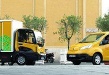 En France, DHL est à la tête de 750 véhicules dont 450 VU et 300 VP. La majorité de la flotte est en diesel Euro 5 ou 6. Le transporteur compte aussi une quarantaine de « routes vertes », dont une dizaine en propre (Zoé, Colibus et Nissan).