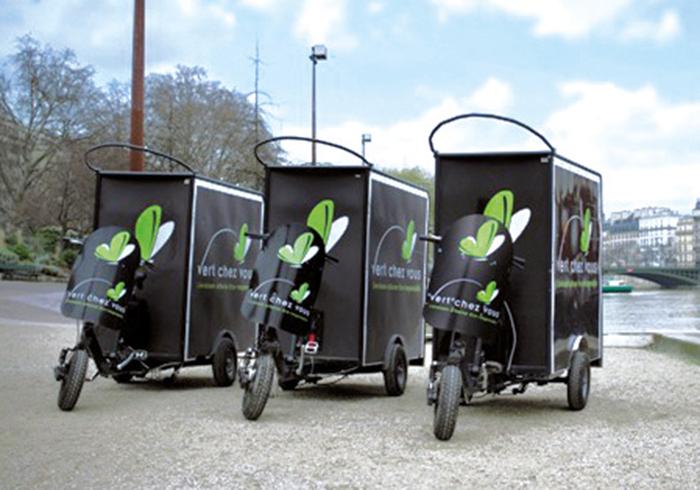La société a démarré en 2012 avec une flotte de vélos cargos électriques, complétée par des véhicules de moins de 3,5 t électriques ou GNV. Dernier kilomètre