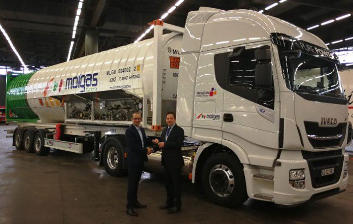 Molgas Energie France camion-citerne Iveco Stralis NP 400 ch GNL agrémenté ADR