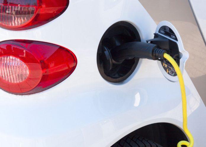 PSA et DCS ont signé un accord autour d'un réseau de bornes de recharge électrique