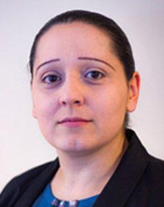 Claudia Almeida, gestionnaire du parc automobile d'Evesa