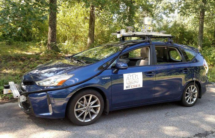 Toyota Prius équipée du système MapLite par les chercheurs du CSAIL - © MIT CSAIL