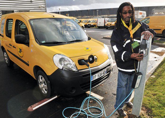 Electrique TCO - Avec sept ans d'expérience pour ses 14 000 véhicules électriques, La Poste tire un bilan satisfaisant en termes de TCO, notamment en ce qui concerne le programme d'entretien moins contraignant et les économies sur le carburant.