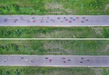 Vue aérienne de deux démonstrations réalisées par Ford et les chercheurs de l'université de Vanderbilt : en haut, 36 véhicules sont répartis uniformément sur trois voies et conduisent à 97 km/h avant que les véhicules de tête ne freinent à 64km/h, entraînant un ralentissement. En bas, le même scénario similaire mais tous les véhicules utilisent un régulateur de vitesse adaptatif ce qui améliore la fluidité du trafic.