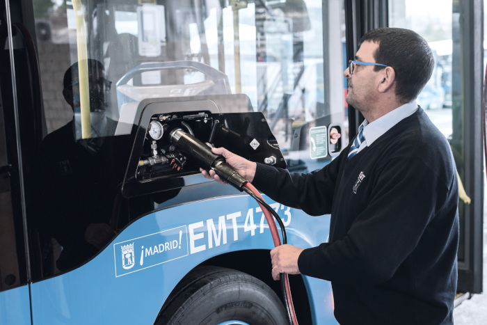 EMT Madrid - recharge du Mercedes Citaro NGT
