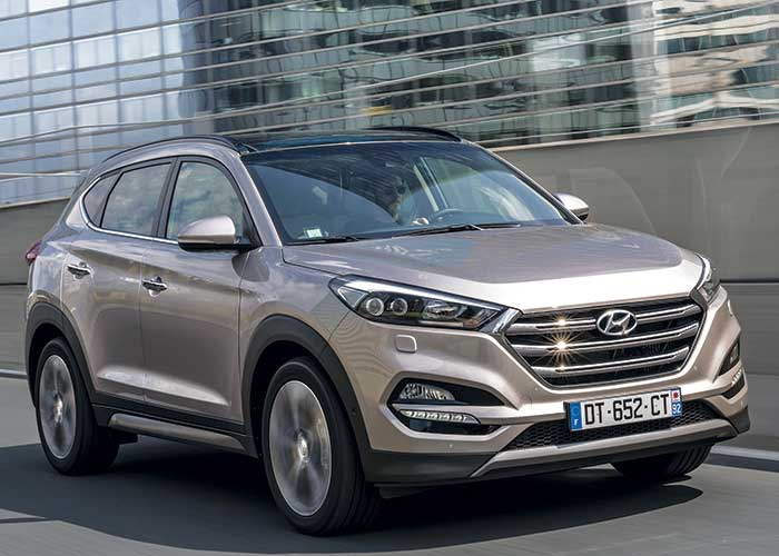 Restylé, le Tucson de Hyundai s'adjoint notamment les services d'un nouveau 1.6 CRDi 115 ch (126 g ; à partir de 29 300 euros, 30 600 en Business), doublé d'une variante à 136 ch (126 g ; à partir de 32 100 euros, 33 400 en Business).