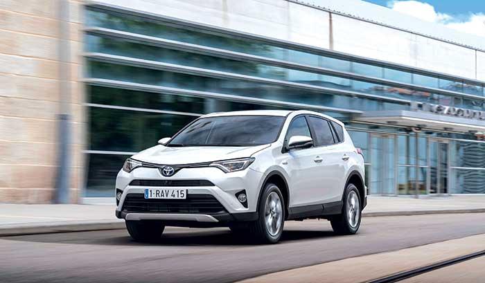 Le RV4 de Toyota s'est mis à l'hybride essence, soit 197 ch de puissance à découvrir en 2WD (122 g ; à partir de 34 600 euros, 36 400 en Dynamic Business) ou en AWD (127 g ; à partir de 38 450 euros, 38 950 en Dynamic Business).