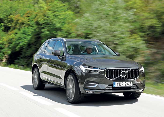 Côté motorisations, la nouvelle génération du XC60 de Volvo s'offre le D3 AdBlue 150 (131 g ; à partir de 41 910 euros, 45 070 en Business), mais aussi le D4 AdBlue 190 (129 g ; à partir de 44 810 euros, 47 970 en Business).