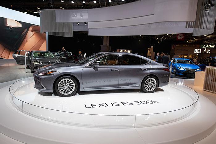 Lexus-ES-300h
