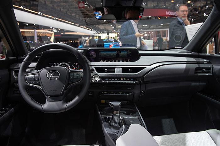 Lexus-UX-200